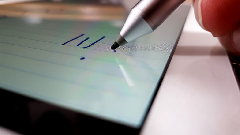 Tablet mit Stift: Parallax Effekt